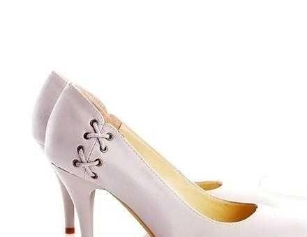 2010 时尚简约尖头多种颜色四季鞋高跟细跟单鞋
